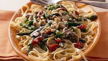 Fettuccine with Asparagus and Mushrooms