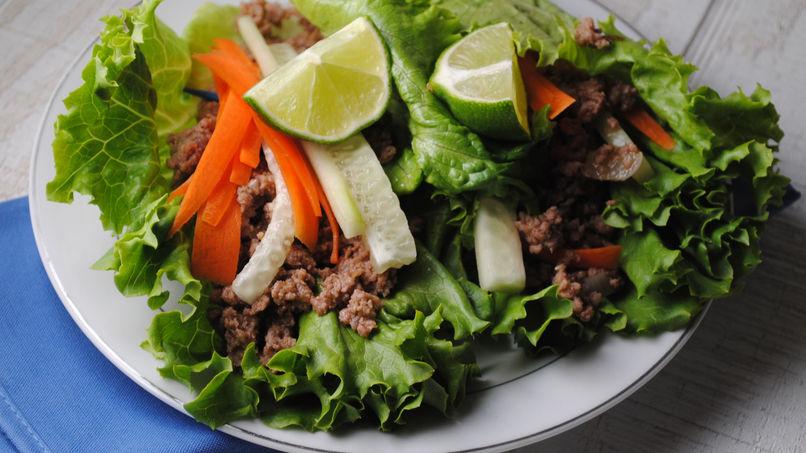Wraps de lechuga, carne y guajillo al estilo oriental
