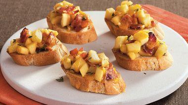 Apple Bacon Cheddar Crostini