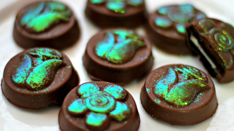Chocolates Rellenos con Galletas de Chocolate