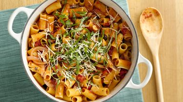 Healthy Vegetarian Pasta with Spicy Tomato Sauce