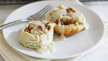 Biscuits and Gravy Rolls