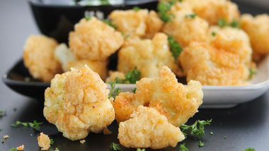 Spicy Fried Cauliflower with White Cheddar Ranch Dip