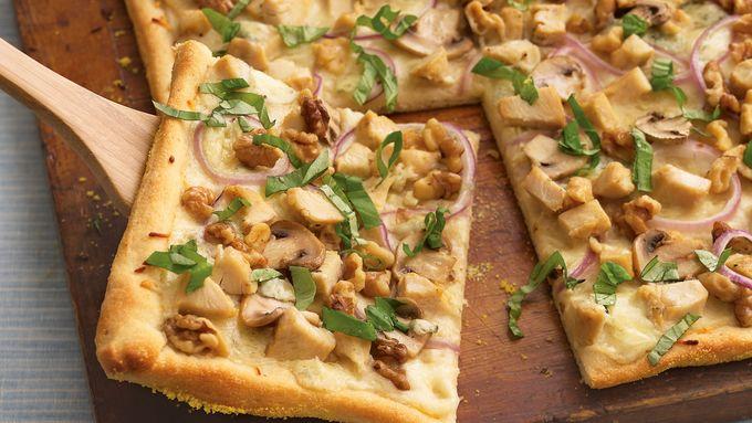 Chicken Alfredo Gorgonzola-Walnut Pizza