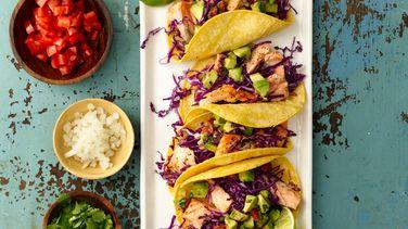 Tacos de Salmón Asado con Guacamole
