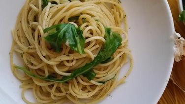 Espagueti con Ajo y Rúcula