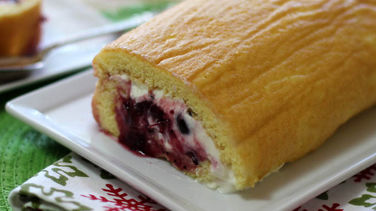 Brazo Gitano Filled with Cheese and Fruits