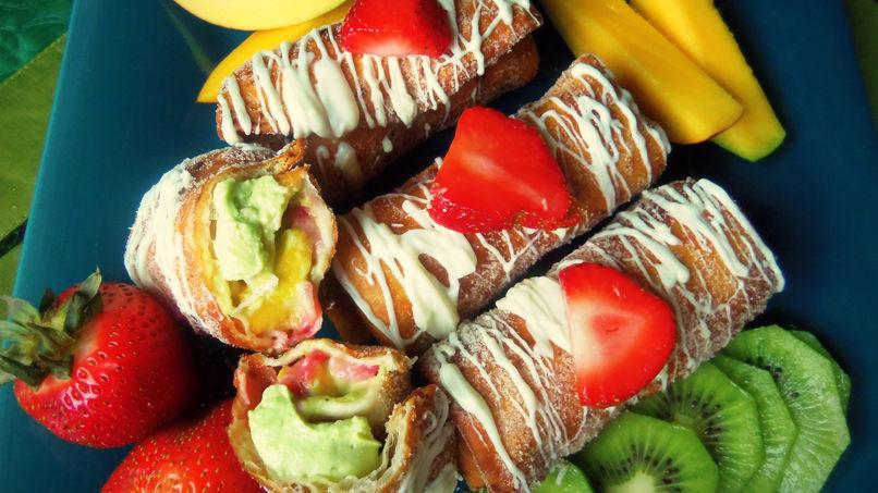Chimichangas Rellenas con Crema de Aguacate Dulce y Frutas