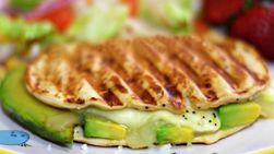 Sandwich de Aguacate y Queso Fundido