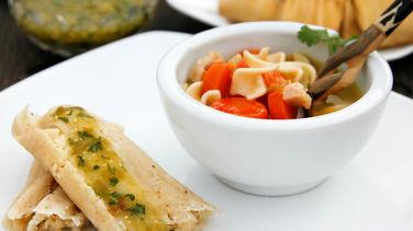 Tamales de Tres Quesos con Sopa de Pollo