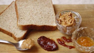 Sándwich de Mantequilla de Maní y Mermelada con Chipotle