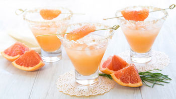 Smoky Tequila and Grapefruit Cocktail