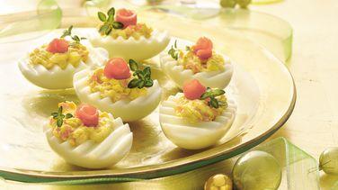 Huevos Rellenos con Salmón ahumado y Queso con Hierbas