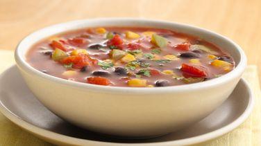 Sopa rápida de maíz y frijoles negros
