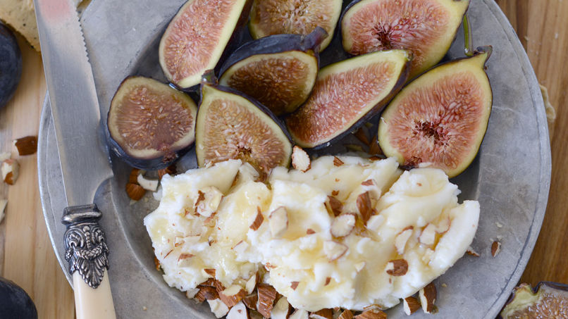 Figs with Ricotta, Honey and Almonds