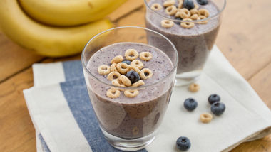 Gluten-Free Blueberry-Banana Cheerios™ Smoothies