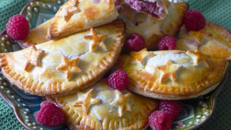 Empanadas de Frambuesas y Queso Crema