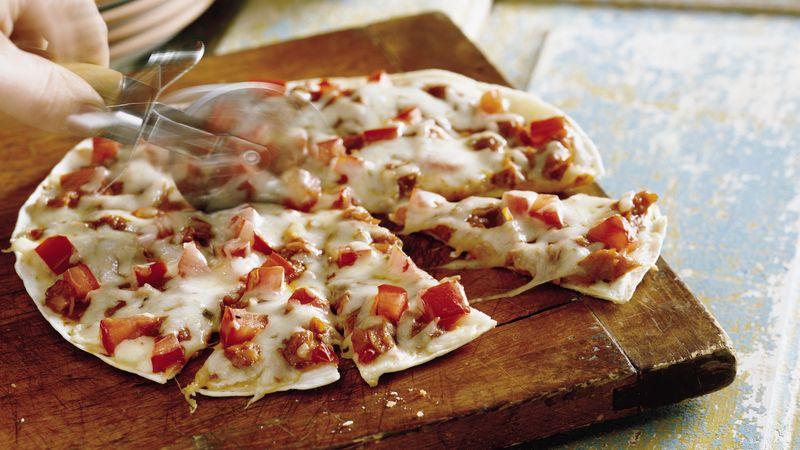 Barbecued Chicken Tortilla Pizzas Recipe Bettycrocker Com