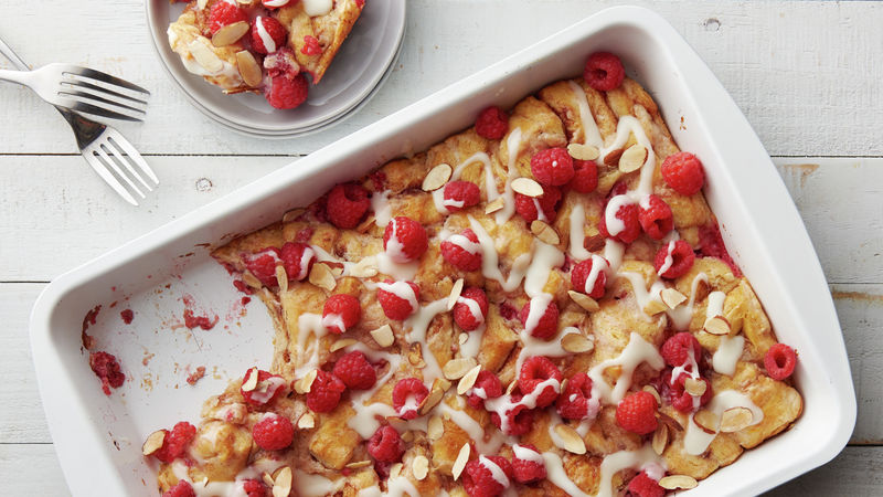 5-Ingredient Raspberry-Cream Cheese Cinnamon Roll Breakfast Bake