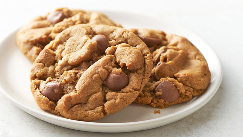 5 Ingredient Peanut Butter Chocolate Chip Cookies Recipe Tablespoon Com