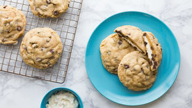 Frosting-Filled Chocolate Chip Cookies