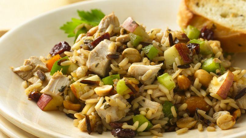 Ensalada de pollo y arroz silvestre con cerezas deshidratadas