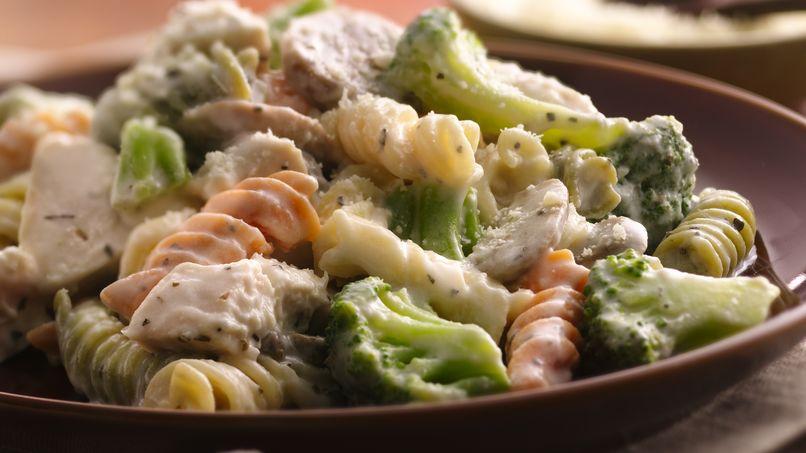 Pasta  Cremosa con Pollo y Albahaca