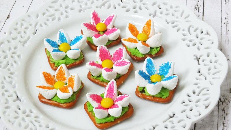 Pretty Flower Pretzel Desserts