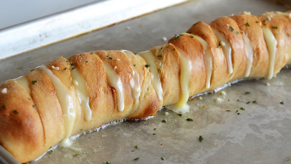 Cheesy Garlic Pull-Apart Loaf