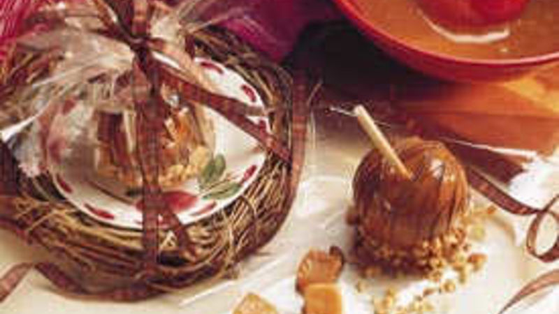 Chocolate-Drizzled Caramel Apples