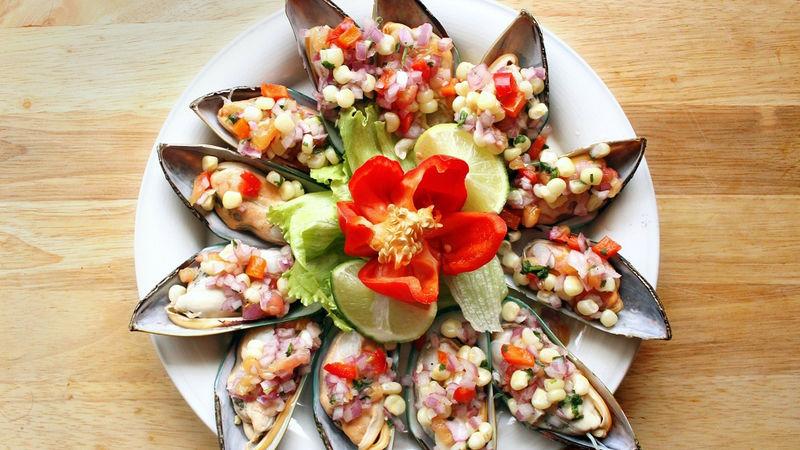 Choros a la Chalaca: Peruvian-Style Mussels