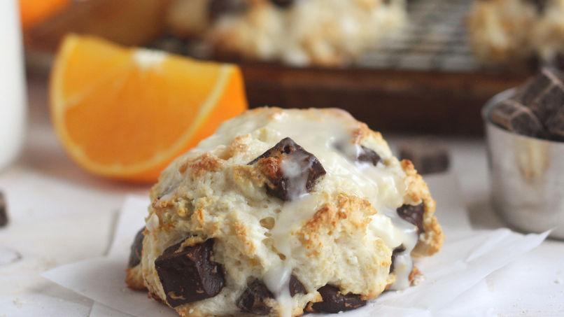 Galletas con trozos de chocolate y naranja