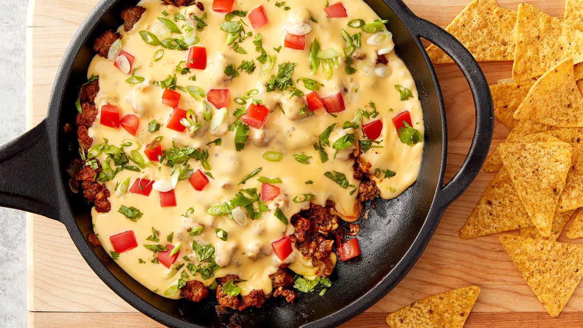 Beefy Queso Skillet Dip