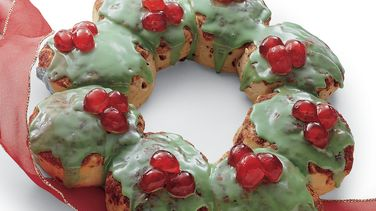 Cinnamon Roll Holiday Wreath