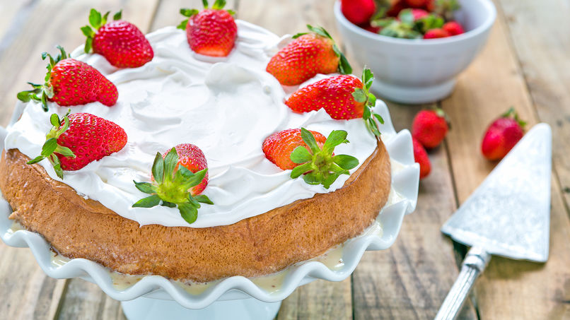 strawberry tres leches cake tres leches cake with strawberries recipe que rica vida 7777