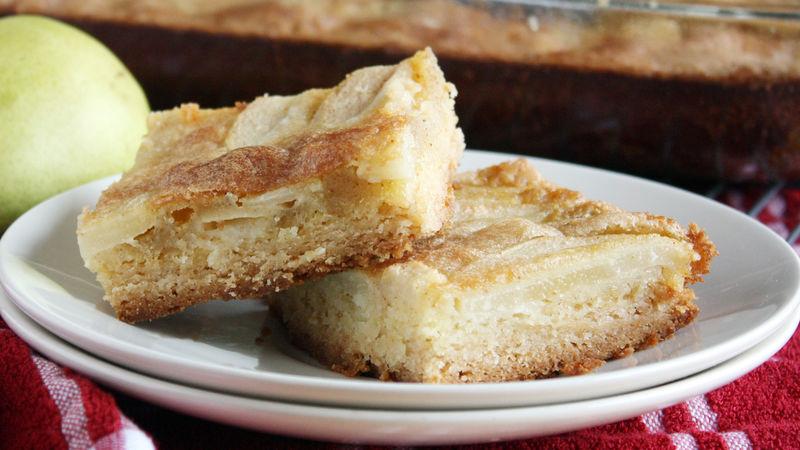 Barres de biscuit au sucre, poires et beurre noisette