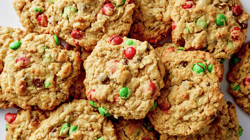 Chocolate-Peanut Butter-Oat Christmas Cookies_image