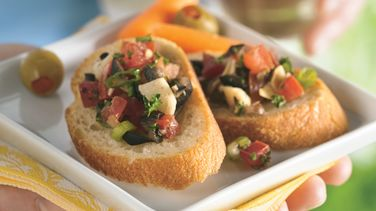 Spanish Salsa with Crispy French Bread
