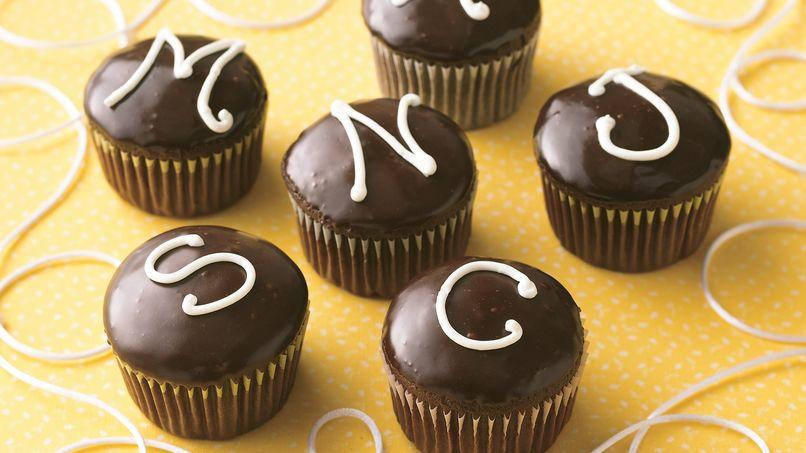 Cupcakes Rellenos de Crema con Monograma