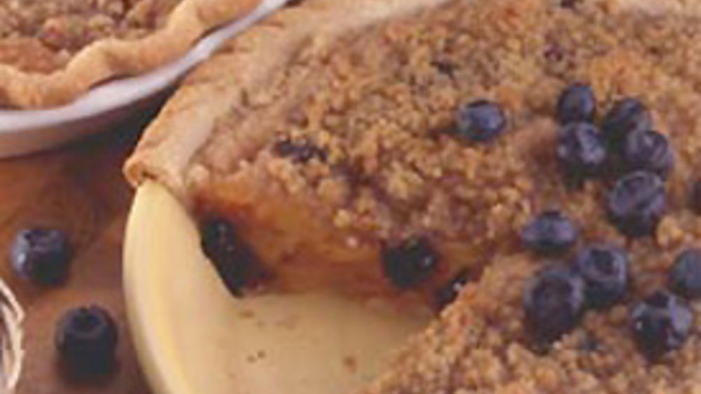 Streusel-Topped Peach-Blueberry Pie