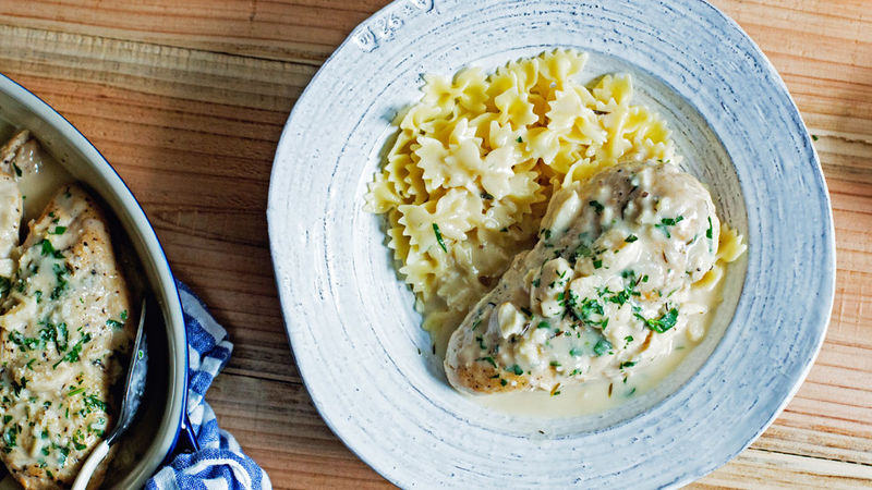Slow Cooker Creamy Garlic Chicken Recipe Bettycrocker Com