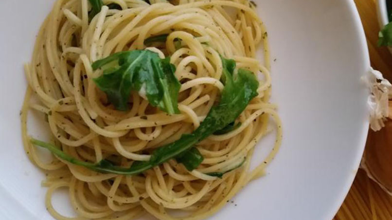 Spaghetti with Garlic and Arugula