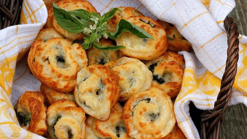 Spicy Cheese and Basil Pinwheels