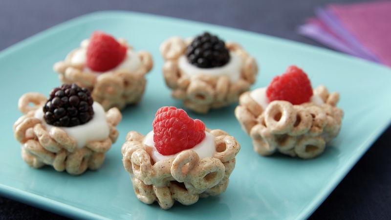 Cheerios™ Tarts with Yogurt and Berries