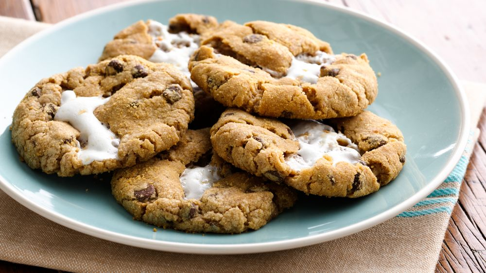 Marshmallow-Stuffed S'mores Cookies