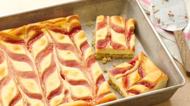 Strawberry-Cheesecake Cookie Bars
