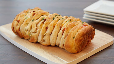 Bacon and Cheese Jalapeño Pull-Apart Bread