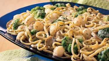 Scallop and Broccoli Linguine with Pesto Cream