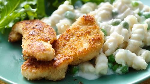 Crispy Parmesan Chicken with Creamy Cauliflower Pasta_image