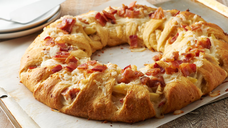 Chicken-Bacon Alfredo-Stuffed Crescent Ring